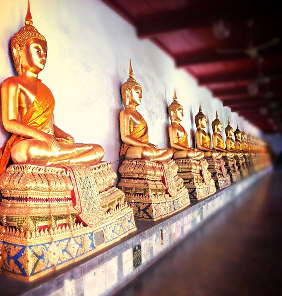 Bangkok - złote figurki Buddy Tajlandia wyprawa